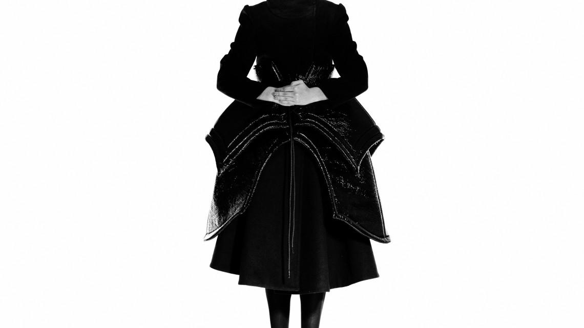 """la collezione """"Black on Black"""" di Eva Nyìri"""