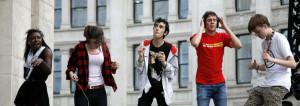 Londra, ragazzi ballano durante un raduno di 'mobile clubbing'