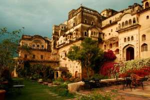Neemrana-port-palace