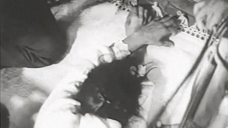 """nelle immagini, il ciclo coreutico di una tarantata nei fotogrammi del documentario di Gianfranco Mingozzi """"La taranta"""". Salento, estate 1962"""
