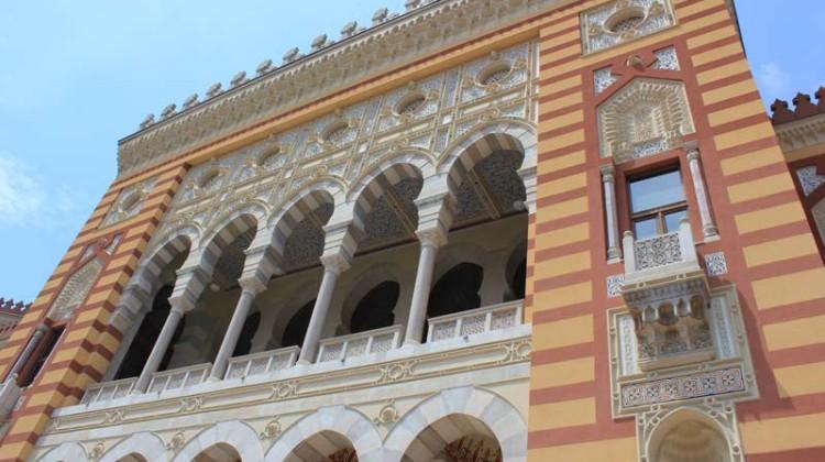 sarajevo-storica- biblioteca-sede-del-municipio-keys-to-rome-the-trip-magazine