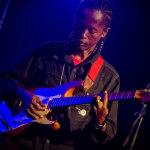 chitarrosta al concerto che ha aperto il Festival Creolo di ottobre a Mahe Island, nello stadio Victoria