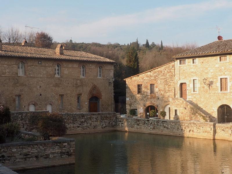 claudia-bena-bagno-vignoni-tappa-11-da-monteriggioni-a-siena-the-trip-magazine