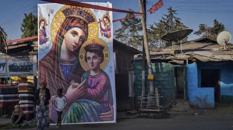 Immagini sacre e decorazioni nelle strade che circondano la spianata di Jan-Meda
