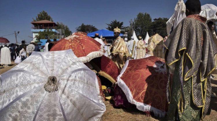 Ombrelli liturgici per ripararsi dal sole