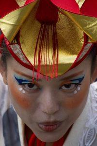 primo piano donna in costume tradizionale Super Yosakoi