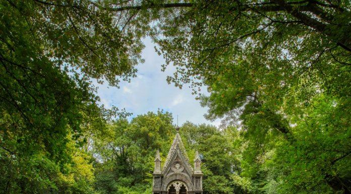 Mausoleo nel bosco