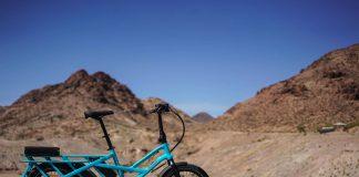 bici elettrica nel deserto